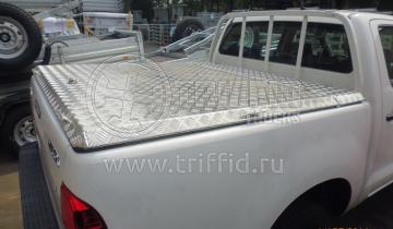 Hilux с решеткой и крышка Triffid Trucks