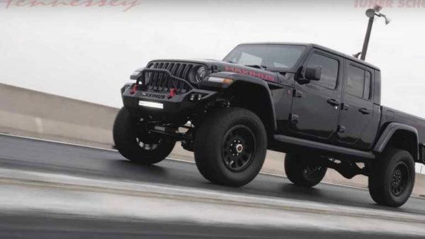 Новая машина пикап Jeep Gladiator Maximus